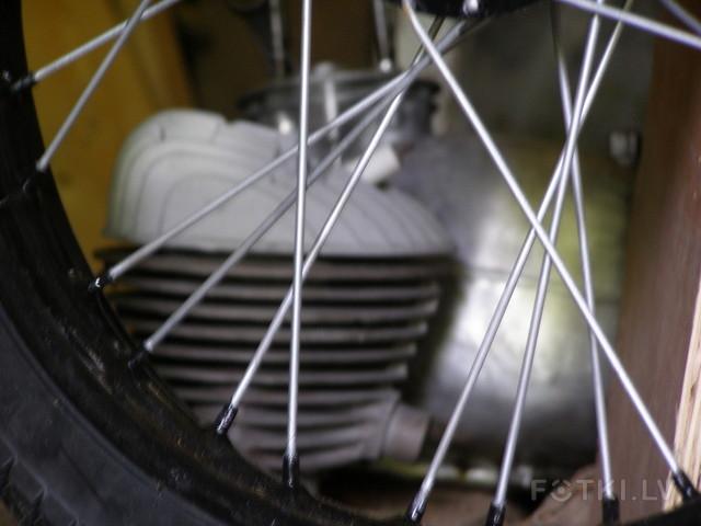 http://photos.fotki.lv/photos/4/W0002357/000235690/000023568912_%23_2_%23_motociklistins.jpg