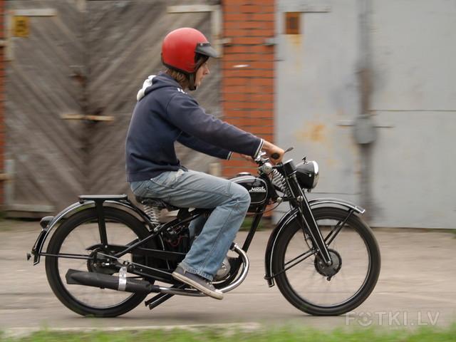 http://photos.fotki.lv/photos/4/W0002357/000235691/000023569049_%23_2_%23_motociklistins.jpg